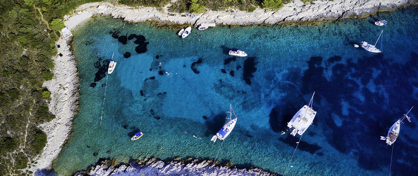 Wyspy Pakalińskie widziane z drona, Mrozowicz w podróży
