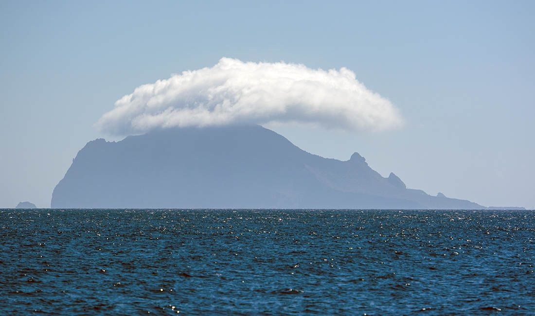 kołderka chmur nad Stromboli