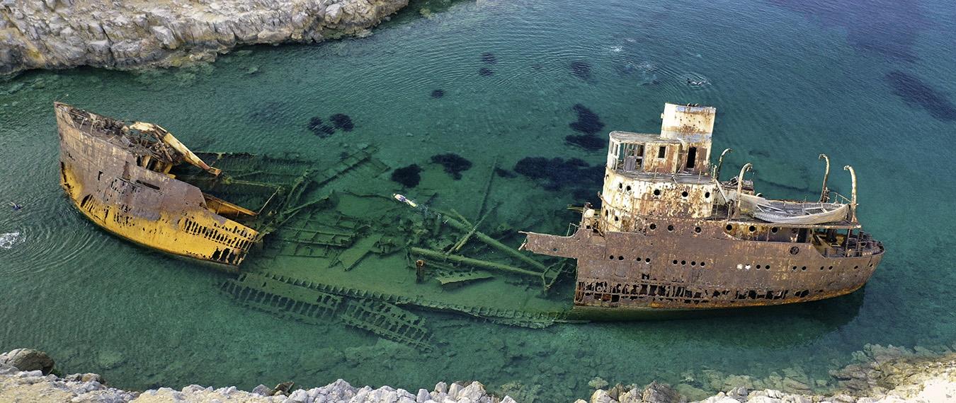 Wrak statku na Wyspie Amorgos z filmu Wielki Błękit - Słoń na horyzoncie